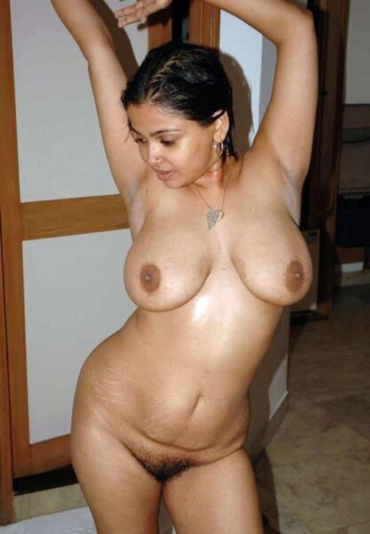 Hiba je suis sur ce site de sexe seulement pour sucer une grosse poutre bien epaisse