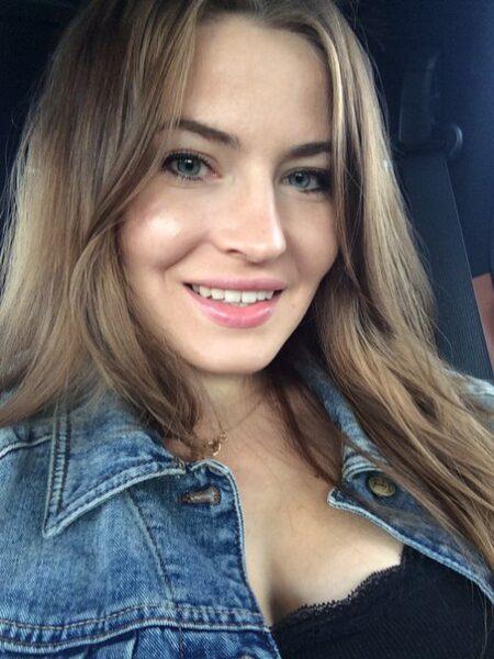Ilana je suis sur ce site de rencontre sur Cholet pour faire une rencontre sexe avec un homme plus jeune et passer du bon temps avec lui